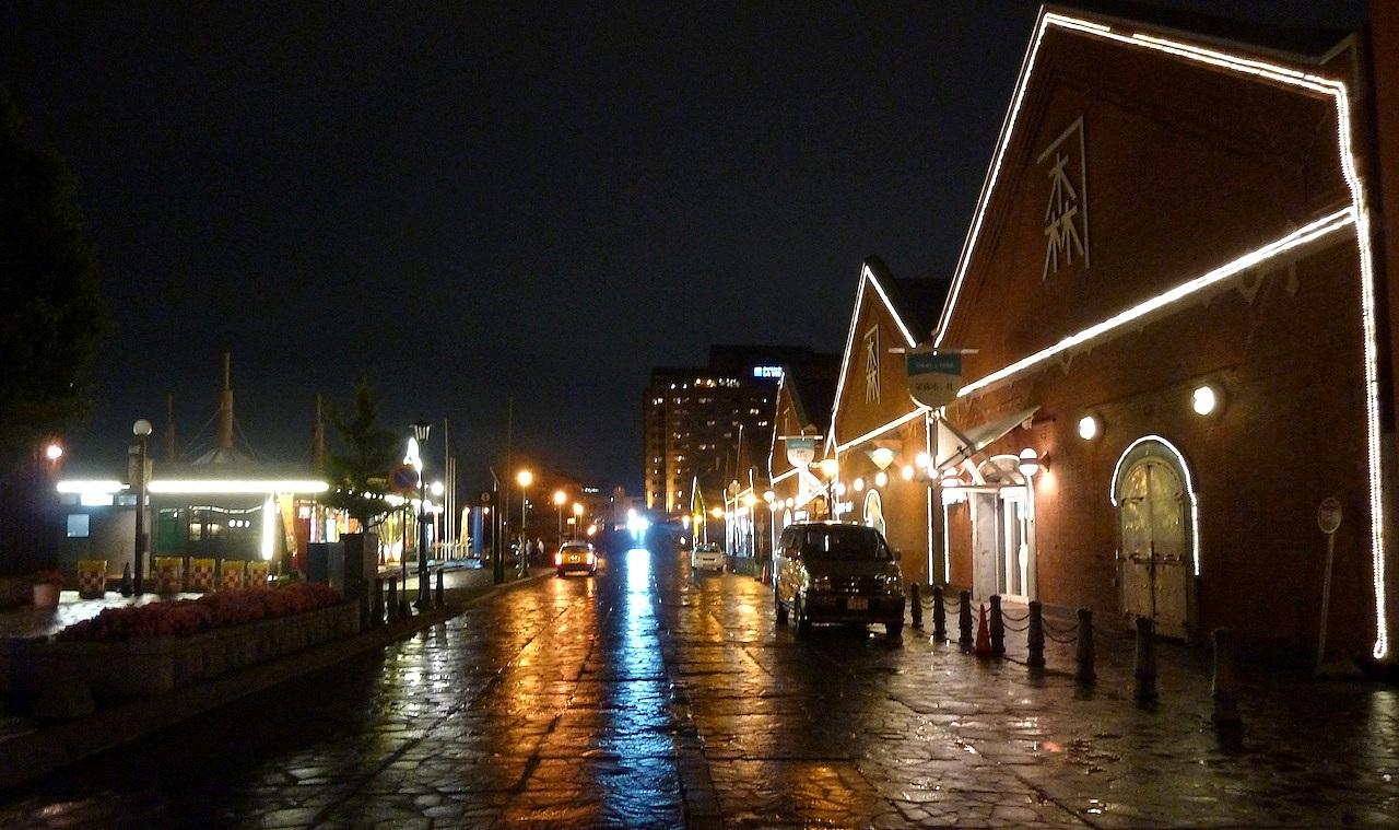 北海道の函館の観光旅行 金森赤レンガ倉庫郡ライトアップ