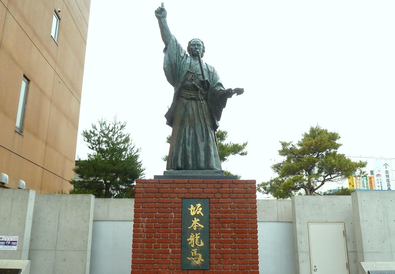 北海道の函館の観光旅行 坂本竜馬像