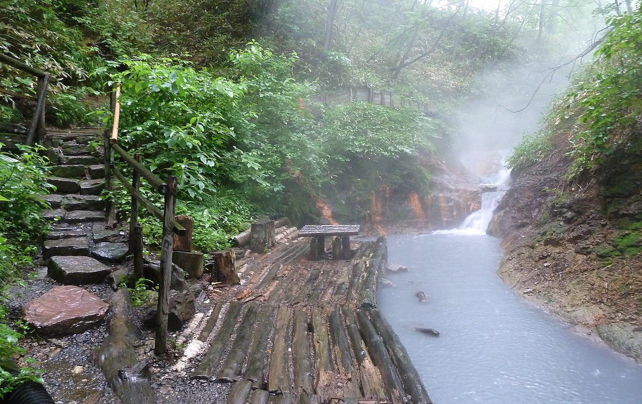 北海道の登別温泉の観光旅行 大湯沼川天然足湯