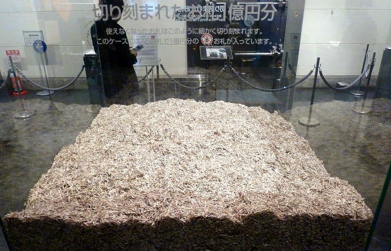 北海道の小樽の観光旅行 日本銀行の旧小樽支店の1億円