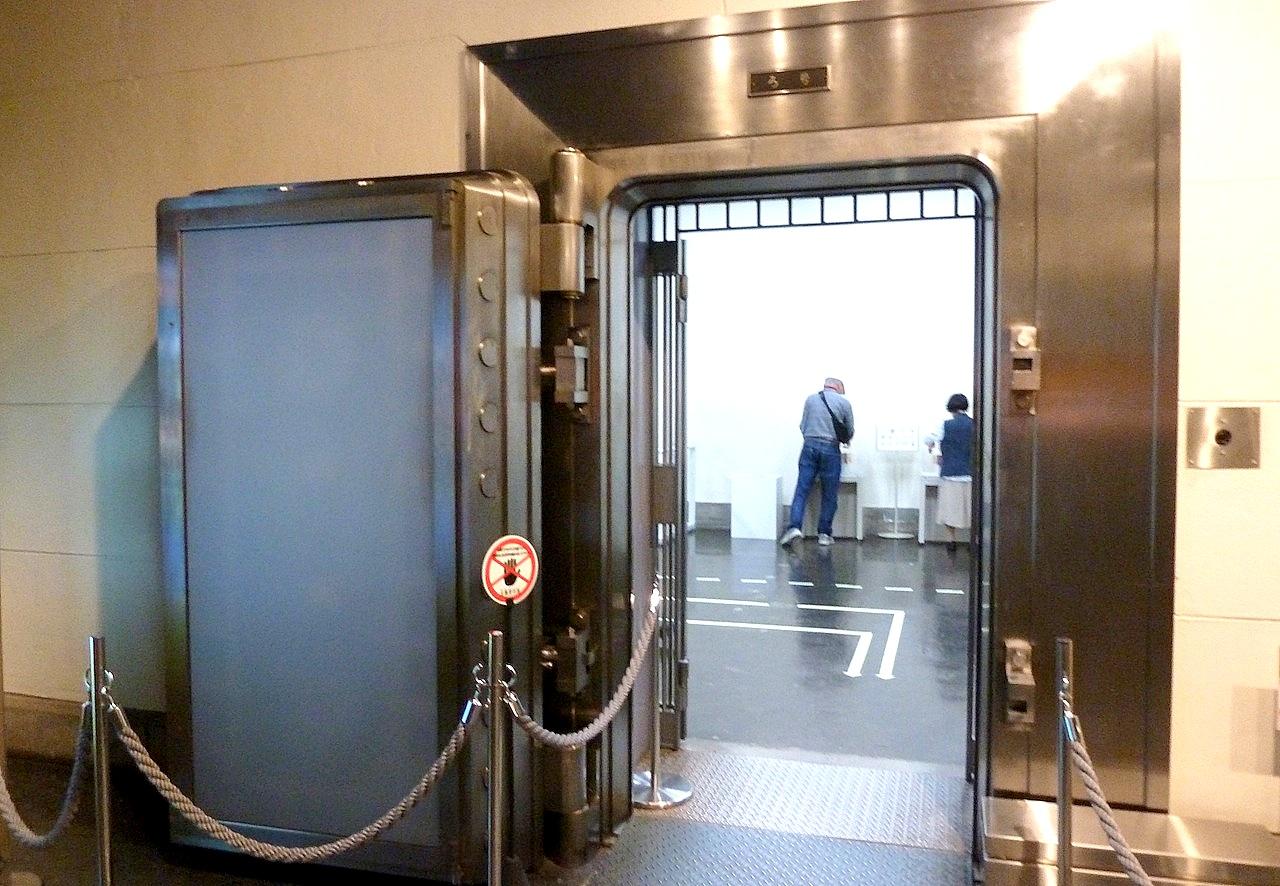 北海道の小樽の観光旅行 日本銀行の旧小樽支店の金庫内