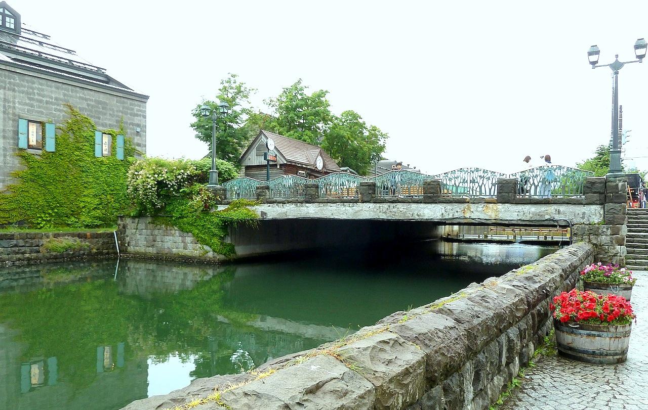 北海道の小樽の観光旅行 運河と浅草橋