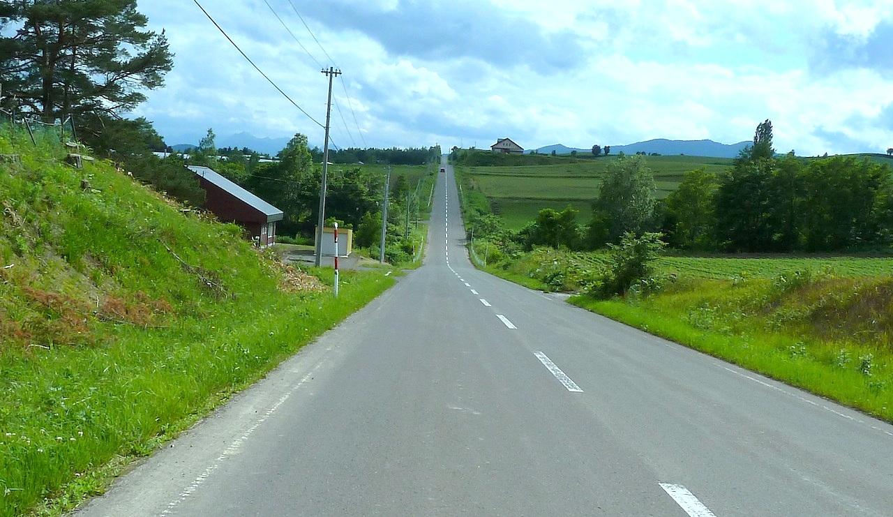 北海道の美瑛の観光旅行 ジェットコースターの路