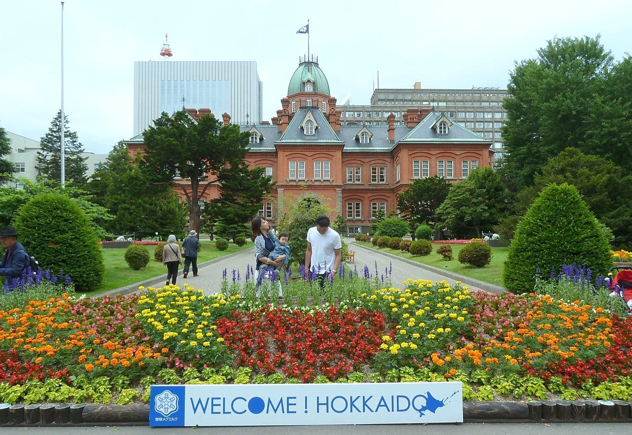 短時間の札幌観光は赤レンガ北海道庁旧本庁舎や時計台からTV塔などがおすすめ