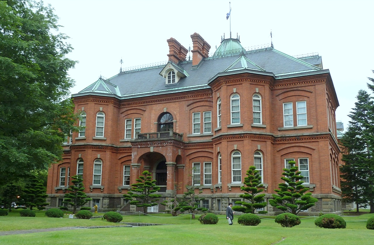 北海道の札幌の観光旅行 赤レンガの道庁旧本庁舎