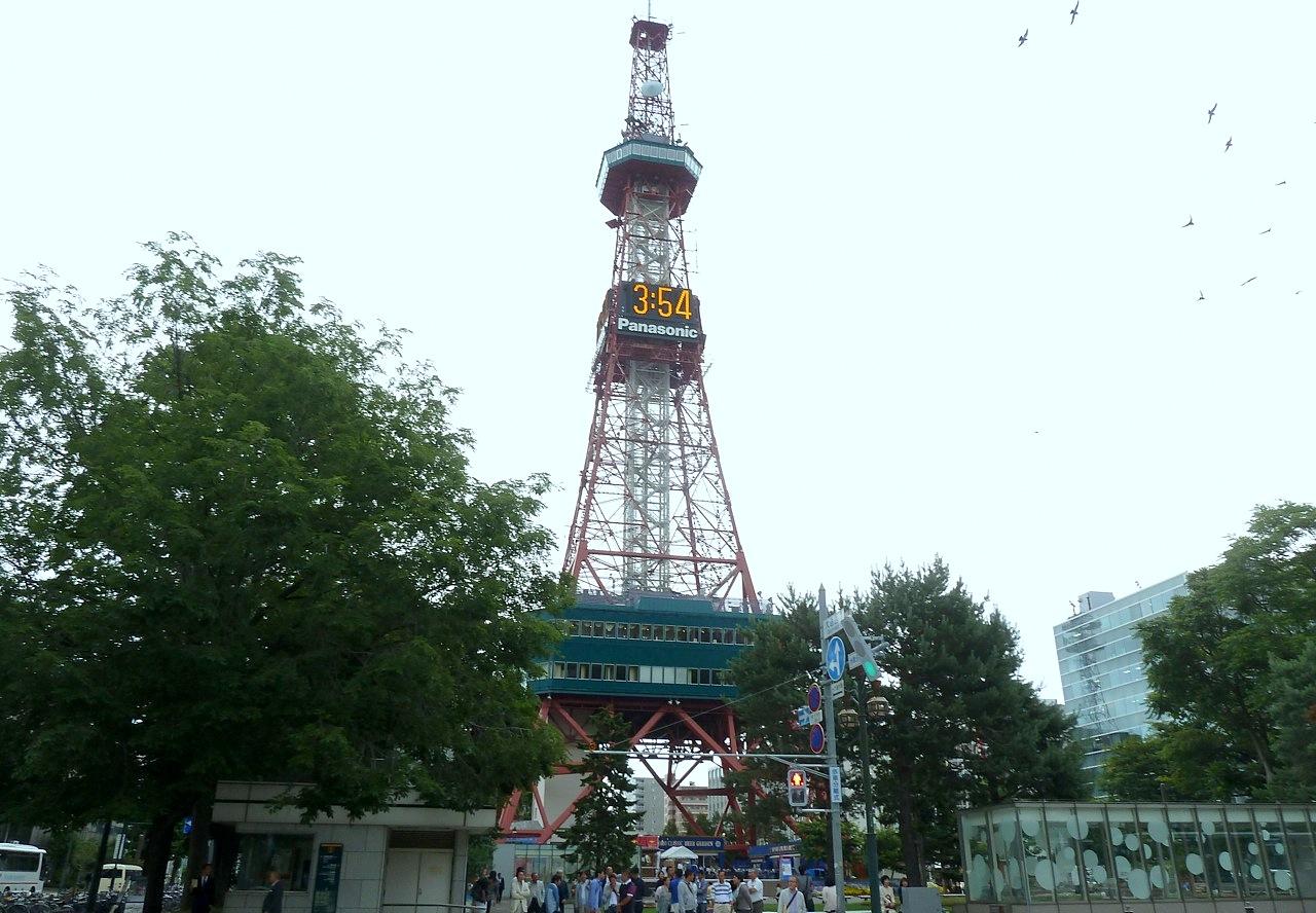 北海道の札幌の観光旅行 大通公園のさっぽろテレビ塔