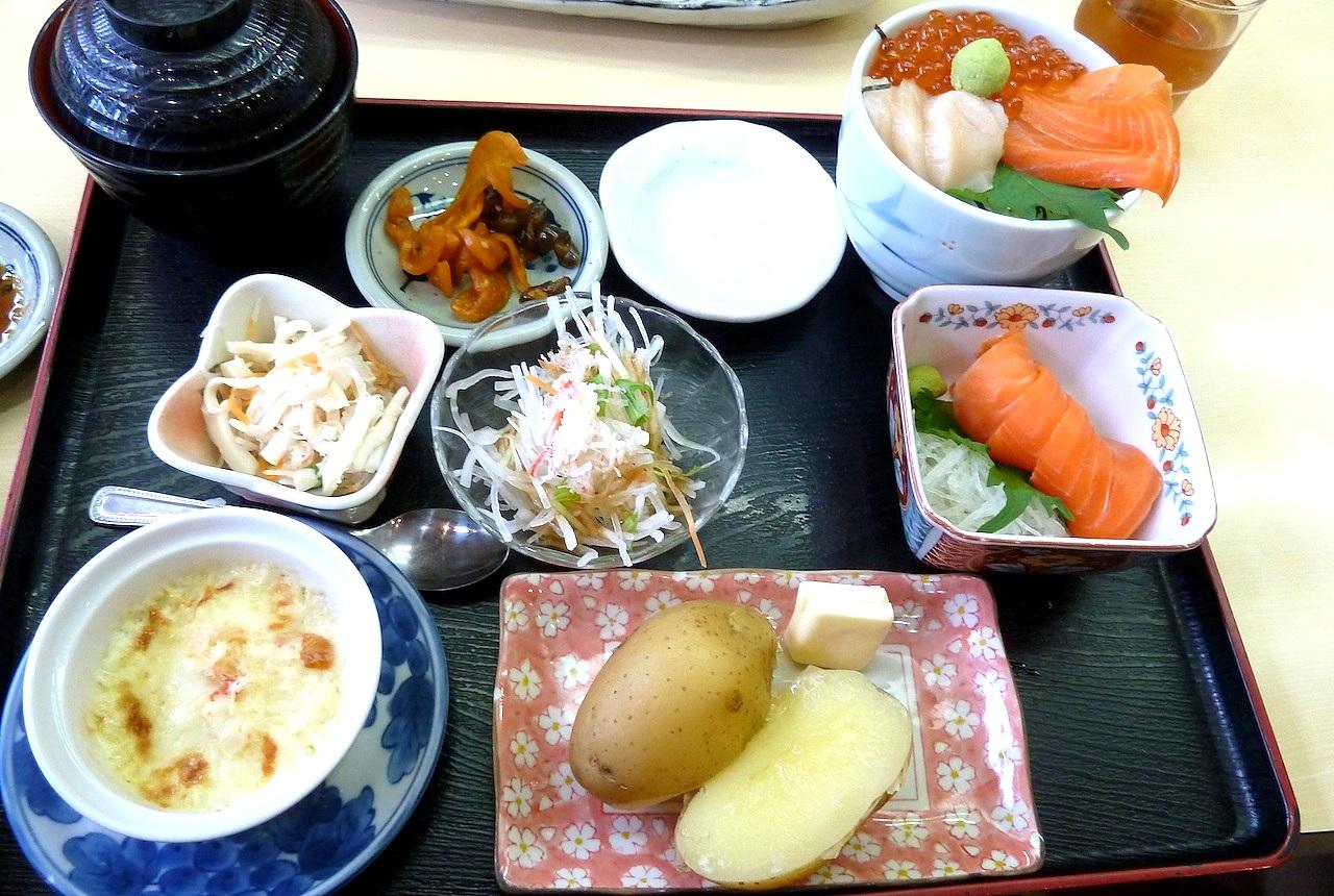 北海道の函館グルメ旅行 朝市たびじの福ふく定食