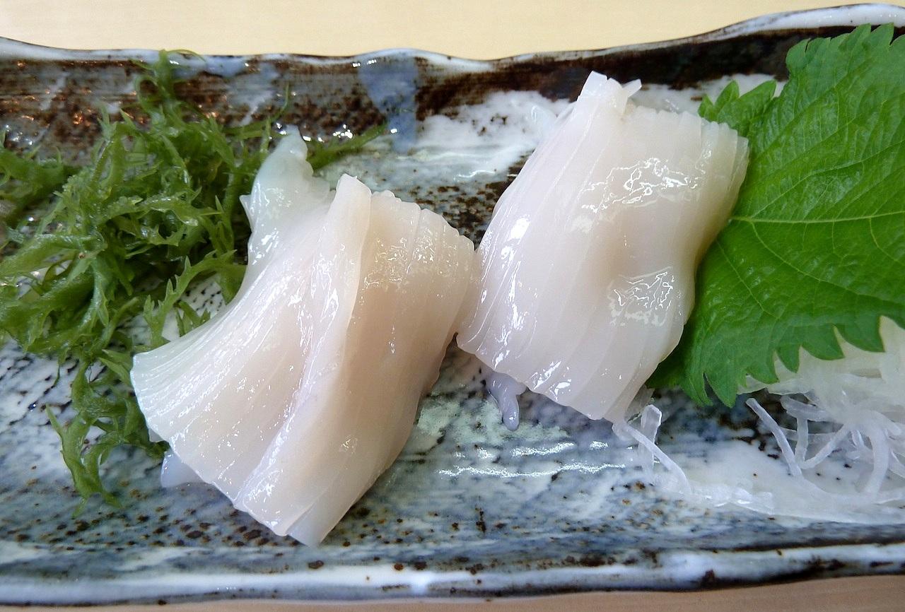 北海道の函館グルメ旅行 朝市たびじの活イカ刺し
