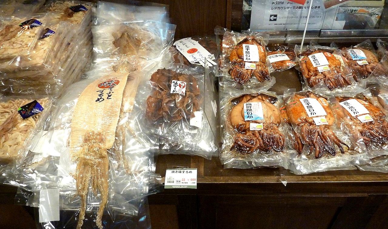 北海道の函館グルメ旅行 朝市のイカ