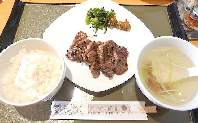 【東北旅行】仙台駅の牛たん通りの伊達では極厚芯たんを食べよう!利休と比較