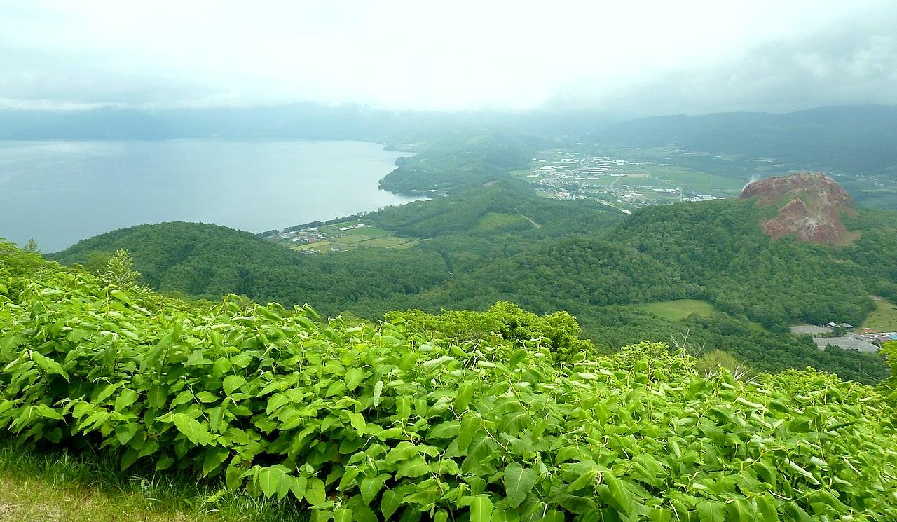 北海道の洞爺湖の観光旅行 有珠山から昭和新山と湖