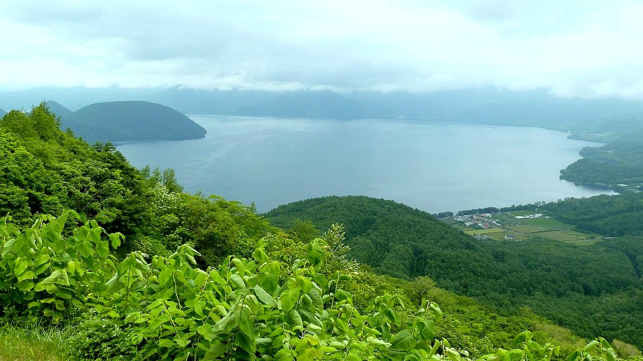 北海道の洞爺湖の観光旅行 有珠山の山頂から