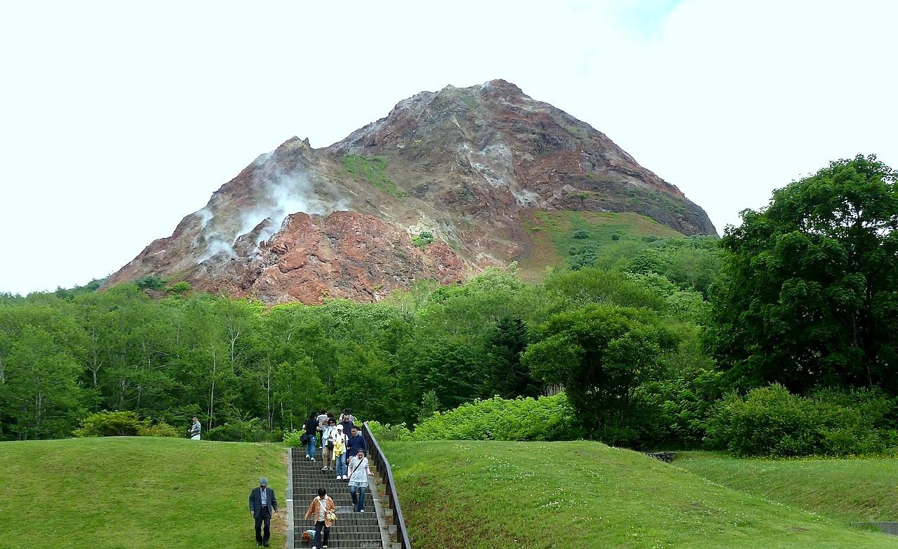 北海道の洞爺湖の観光旅行 昭和新山