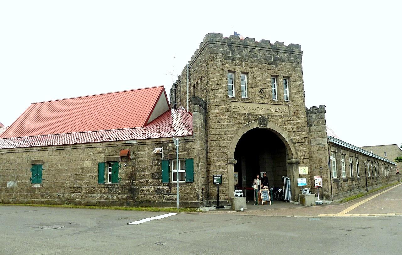 北海道の余市の観光旅行 マッサンのニッカウヰスキー蒸留所の門