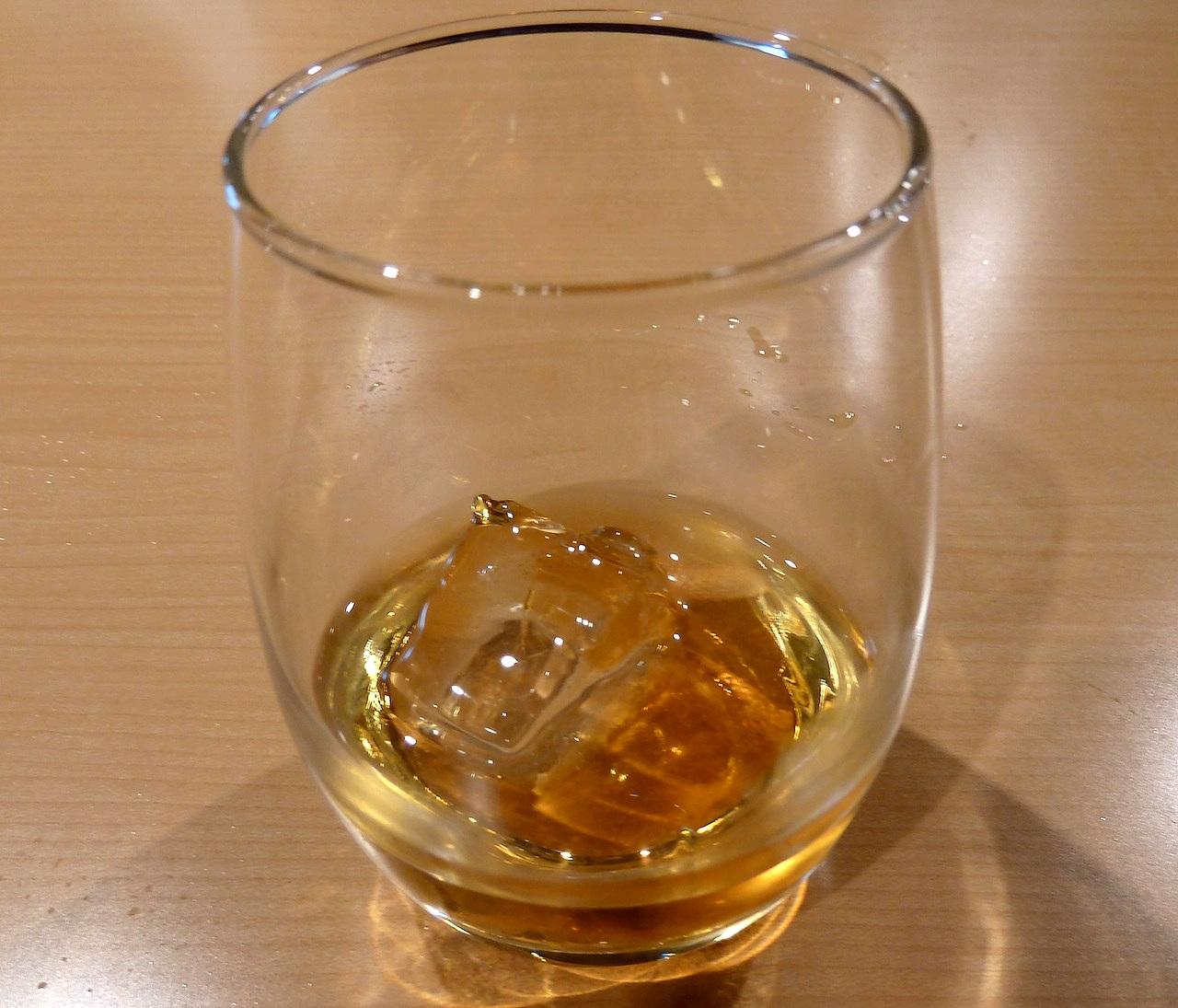 北海道の余市の観光旅行 マッサンのニッカウヰスキー蒸留所の無料試飲アップルワイン