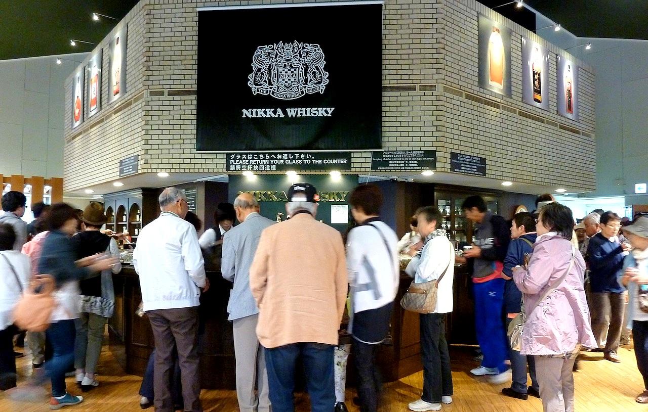 北海道の余市の観光旅行 マッサンのニッカウヰスキー蒸留所の無料試飲所