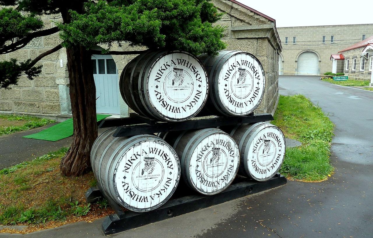 北海道の余市の観光旅行 マッサンのニッカウヰスキー蒸留所の樽