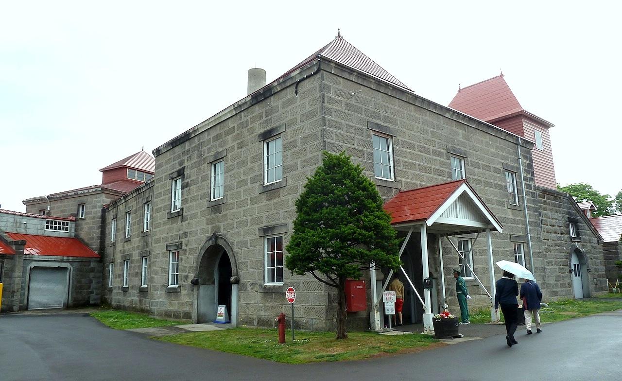 北海道の余市の観光旅行 マッサンのニッカウヰスキー蒸留所の蒸留棟