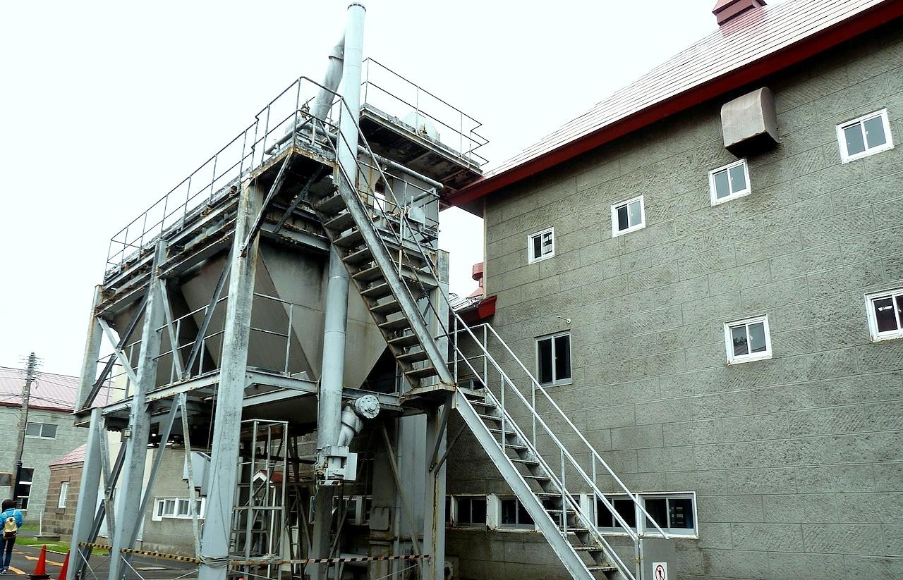 北海道の余市の観光旅行 マッサンのニッカウヰスキー蒸留所の粉砕・糖化棟